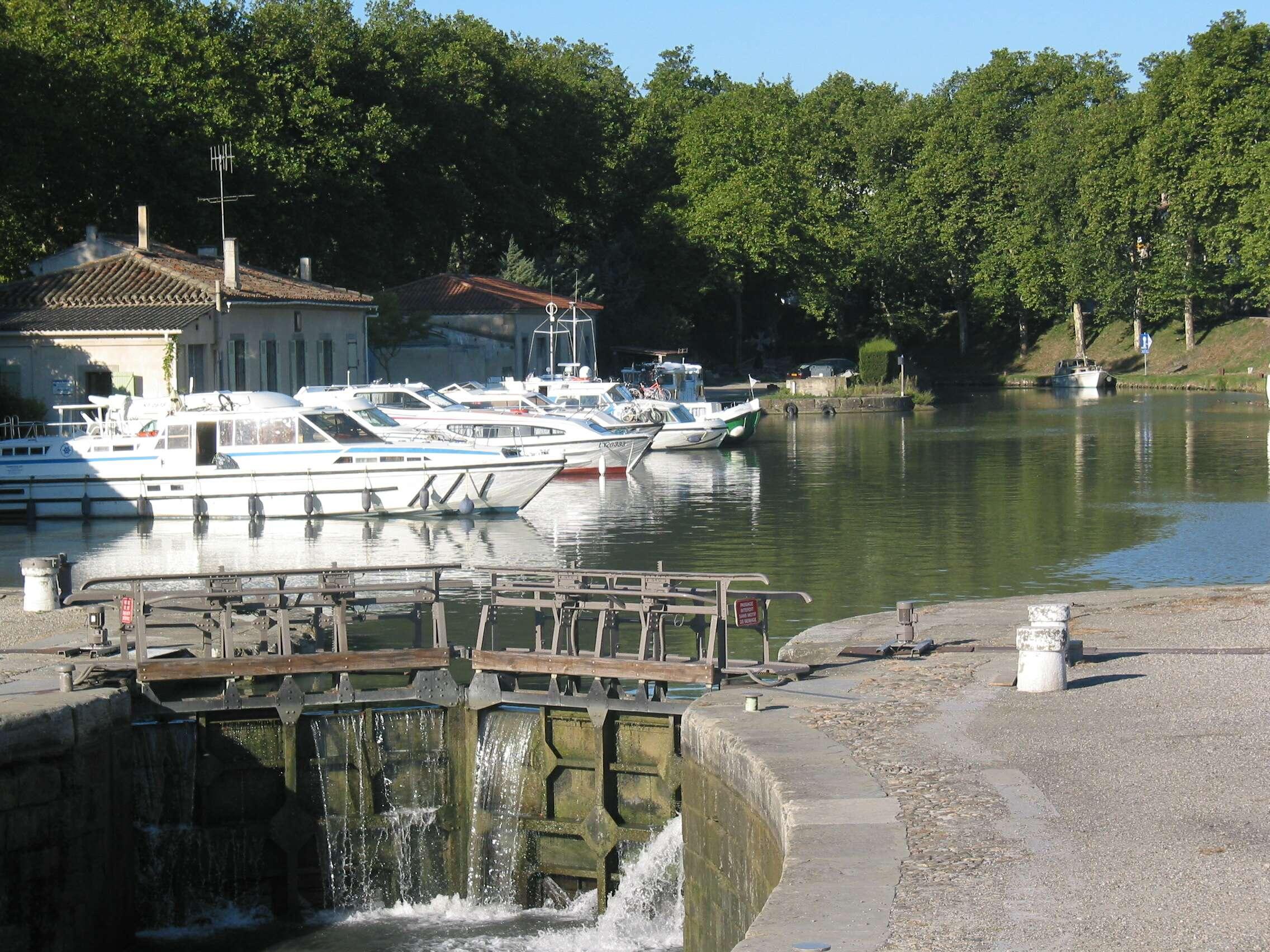 Port du canal du midi ville de carcassonne for Union piscine carcassonne